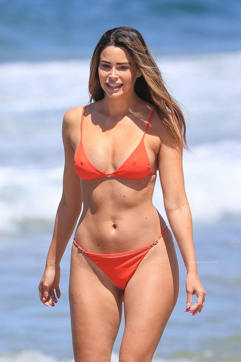 Jennifer Lahmers Flaunts Her Sexy Bikini Body (6 Photos)