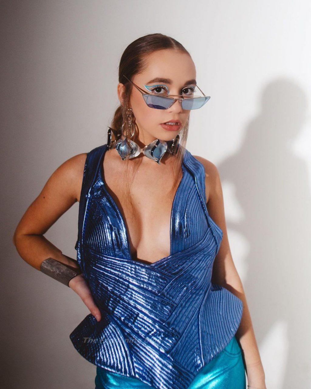 Jillian Shea Spaeder Sexy (8 Photos)