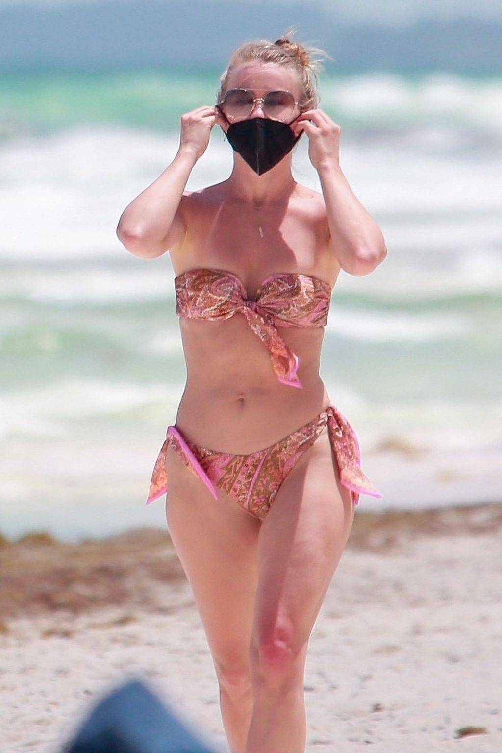 Julianne Hough Sexy (5 New Photos)