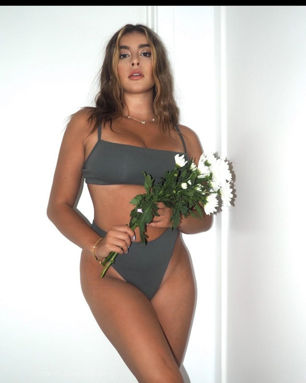 Kalani Hilliker Sexy (18 Photos)