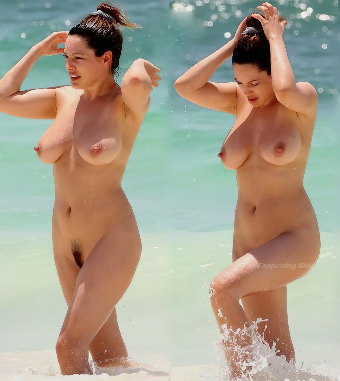 Topless kelly brooks Kelly Brook
