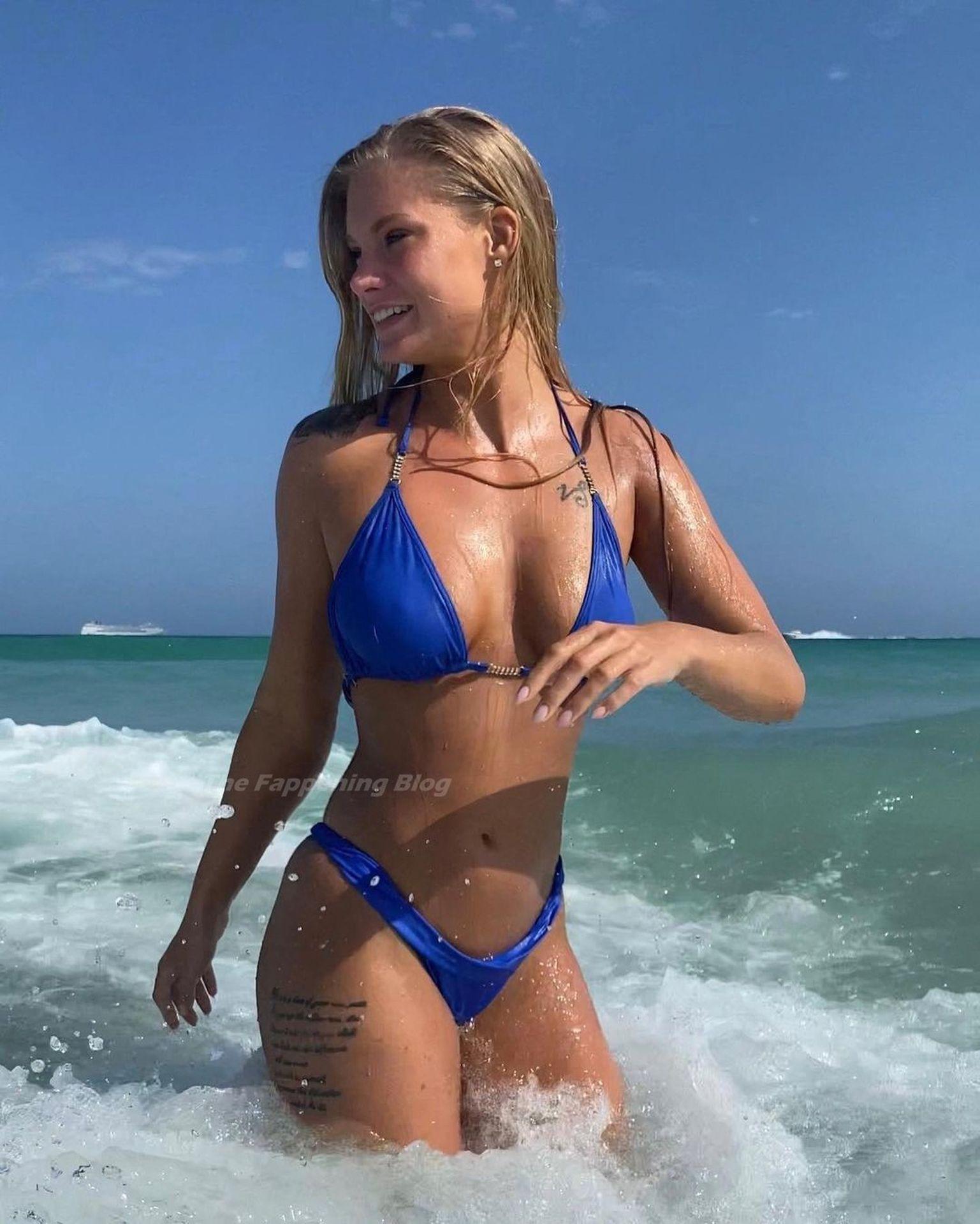 Nackt  Krista Marie Kirsten Dunst