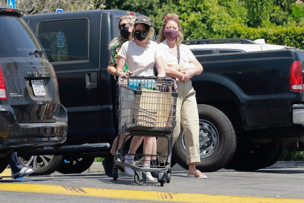 Kristen Stewart & Dylan Meyer Go Grocery Shopping in Los Feliz (30 Photos)