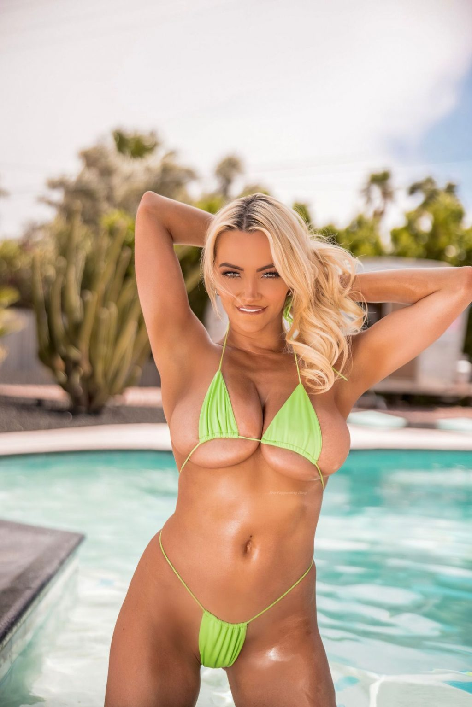 Lindsey Pelas Hot (10 Photos + Video)