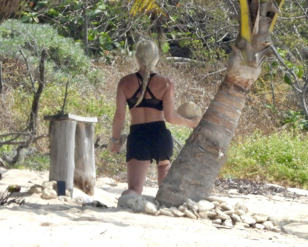 Lindsey Vonn Keeps in Shape on Her Mexican Vacation (38 Photos)