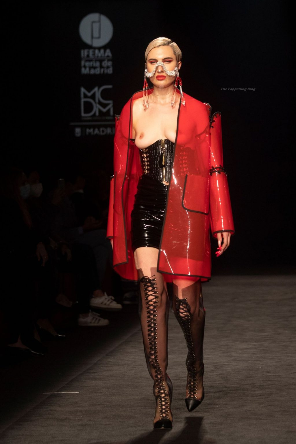 Model Displays Outfit Created by Hansen in Madrid (4 Photos)