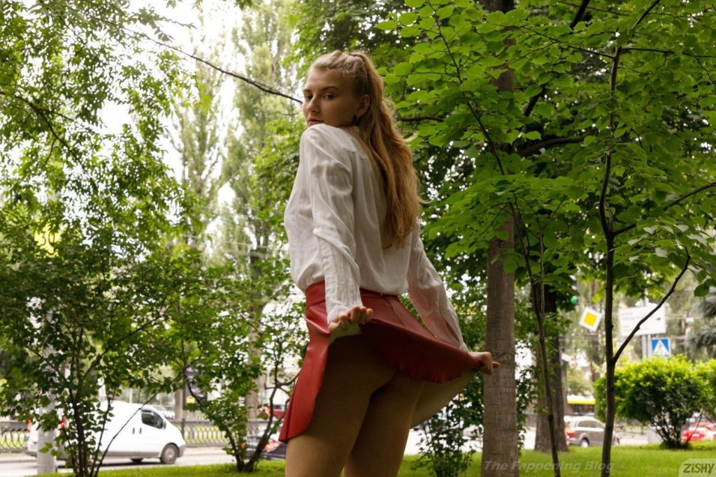Regan Budimir Nude & Sexy (18 Photos)