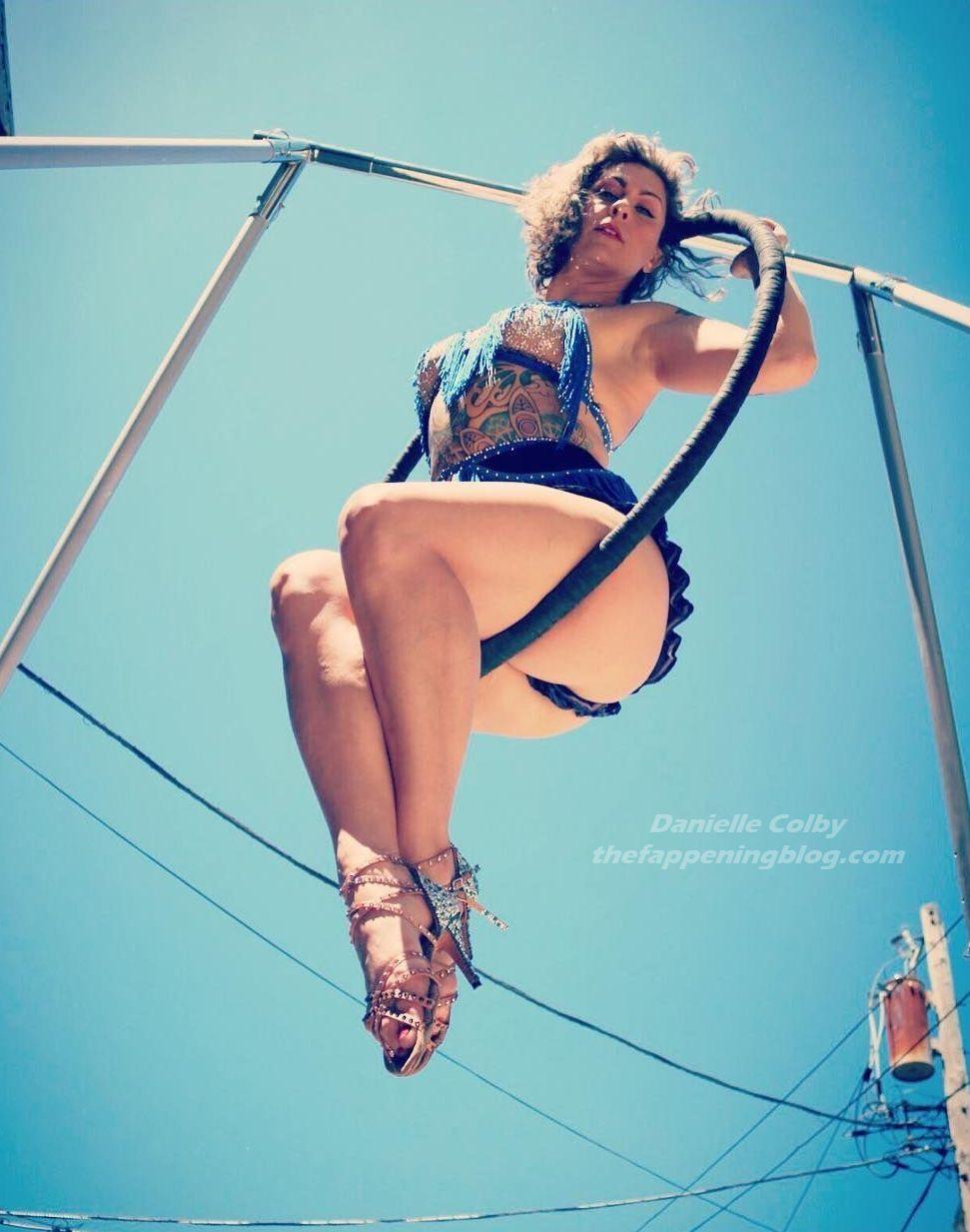Danielle Colby Nude & Sexy (66 Photos)