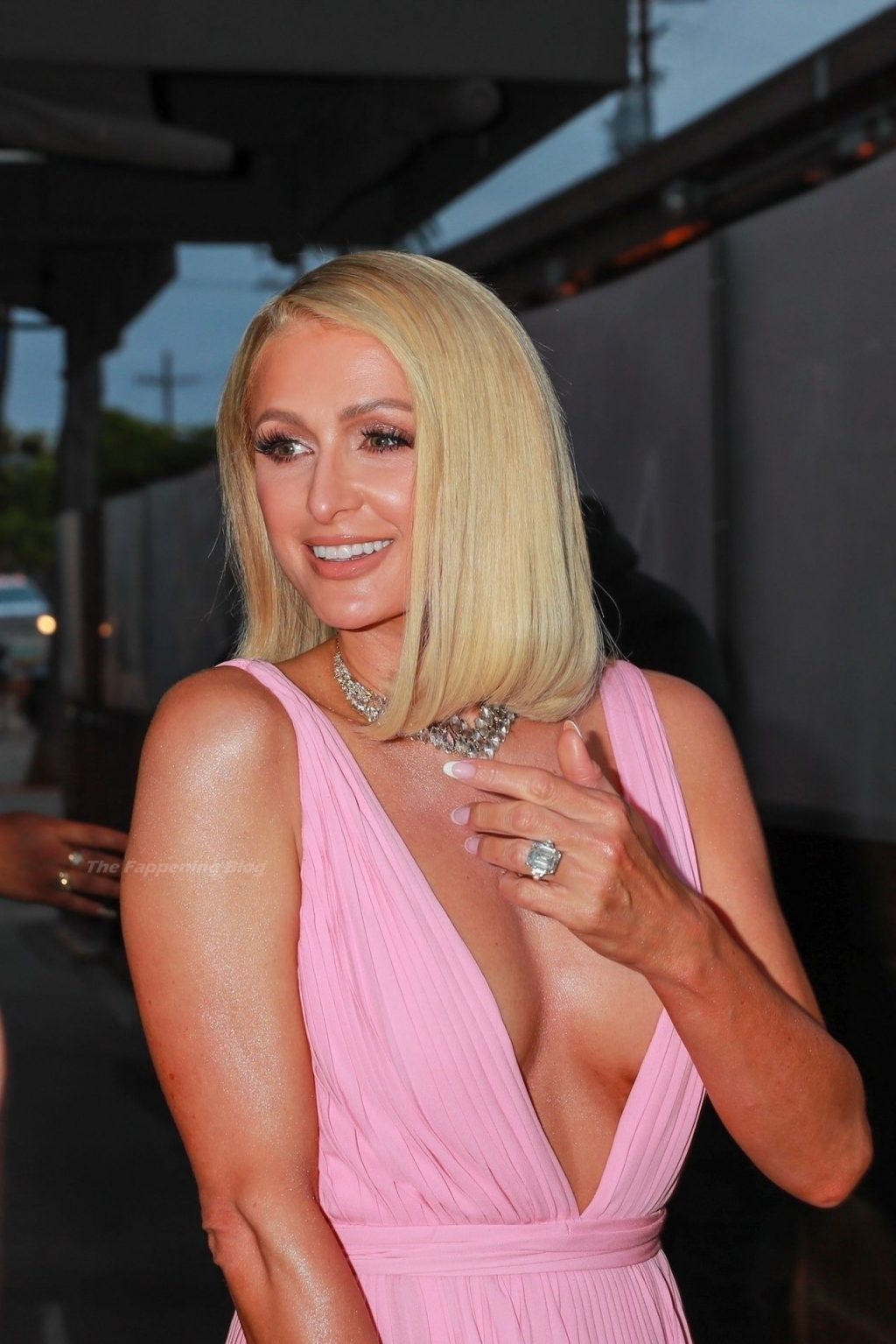 Pretty in Pink! Paris Hilton Arrives For Dinner at Craig's in WeHo (118 Photos)