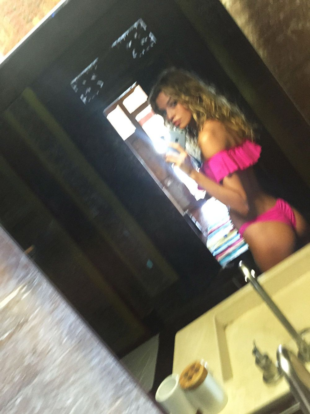 Stella Maxwell Nude LEAKED The Fappening & Sexy – Part 1 (157 Photos & Possible Sex Tape Porn Video)
