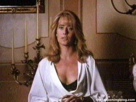 Lorraine Bracco Nude & Sexy (16 Photos)