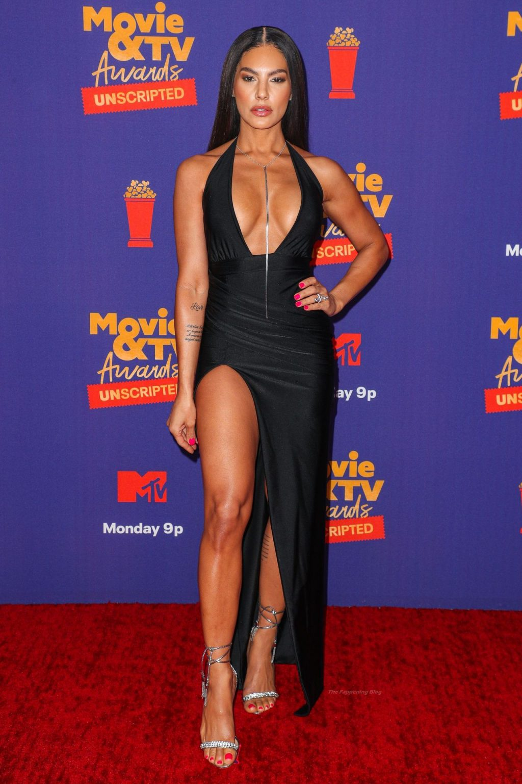 Amanza Smith Shows Off Her Tits at the 2021 MTV Movie & TV Awards (8 Photos + Video)