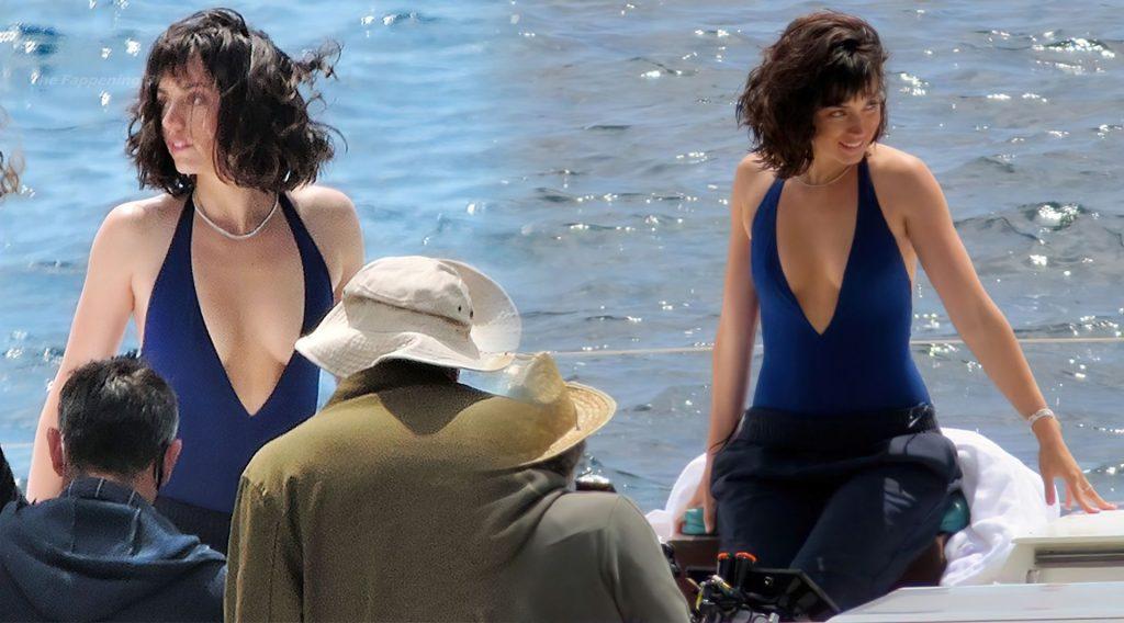 Ana De Armas Sexy (8 Photos)