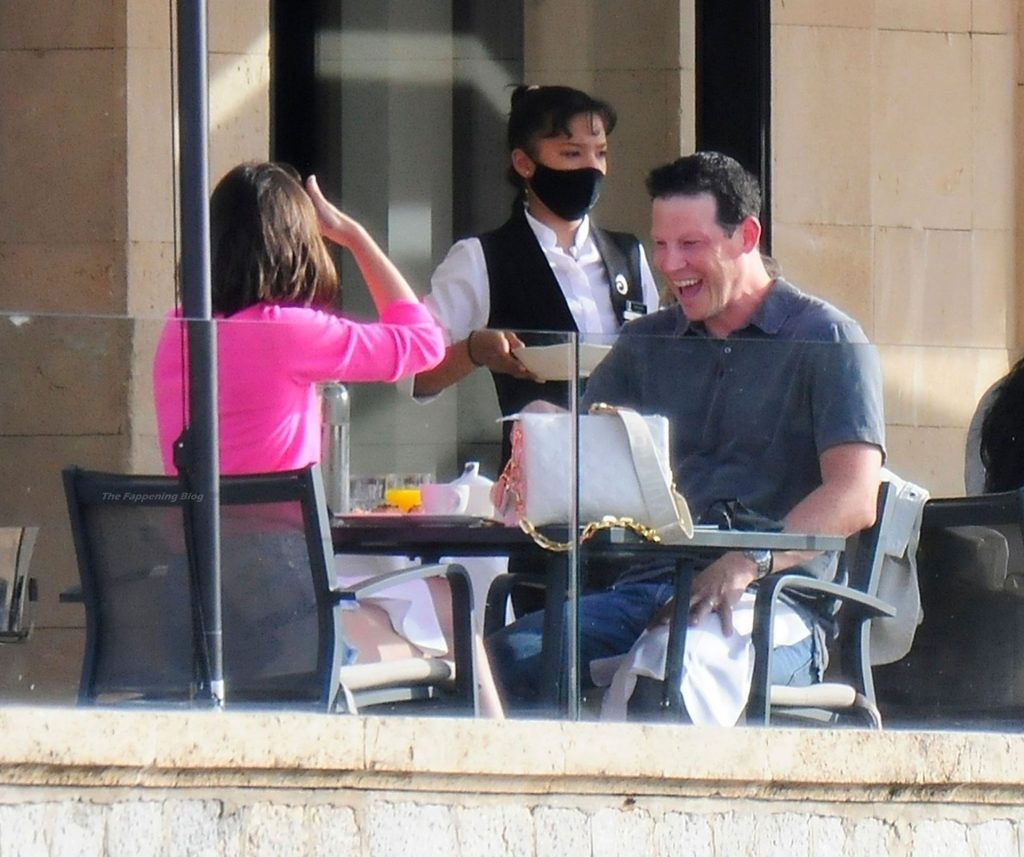 Ana De Armas Looks to Be in Good Spirits as She Enjoys Breakfast at Palma De Mallorca (42 Photos)