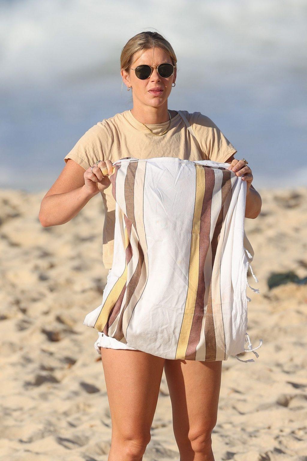 Brittany Hockley Catches Some Sun Rays at Bondi Beach (28 Photos)