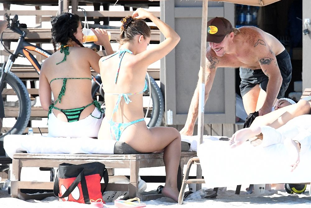 DJ Diplo Looks Happy With Girls on the Beach in Miami (29 Photos)
