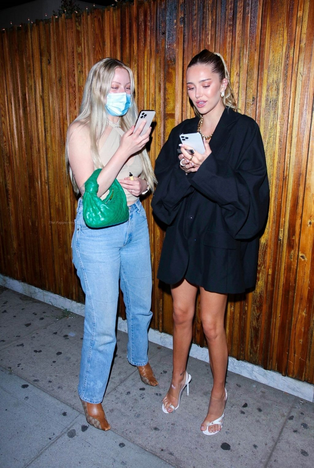 Delilah Hamlin Steps Out with the Girls for a Night at The Nice Guy (23 Photos)