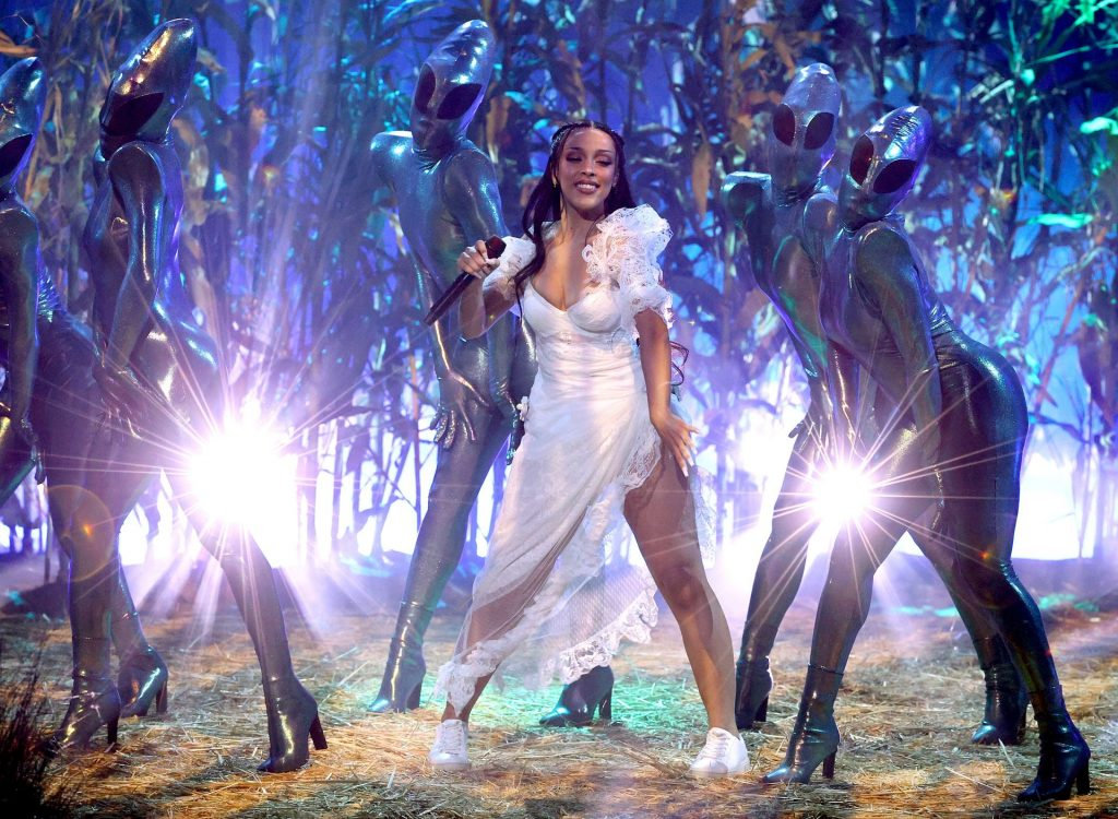 Doja Cat Performs at the 2021 iHeartRadio Music Awards Show (19 Photos)