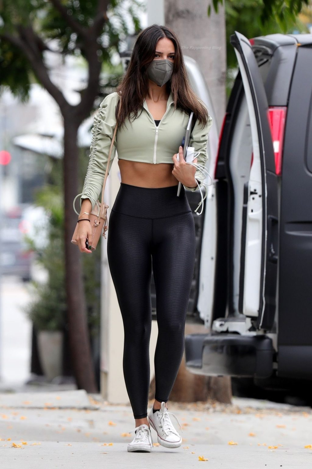 Eiza Gonzalez Shows Off Her Fit Figure After a Healthy Lunch at Zinque Cafe (21 Photos)