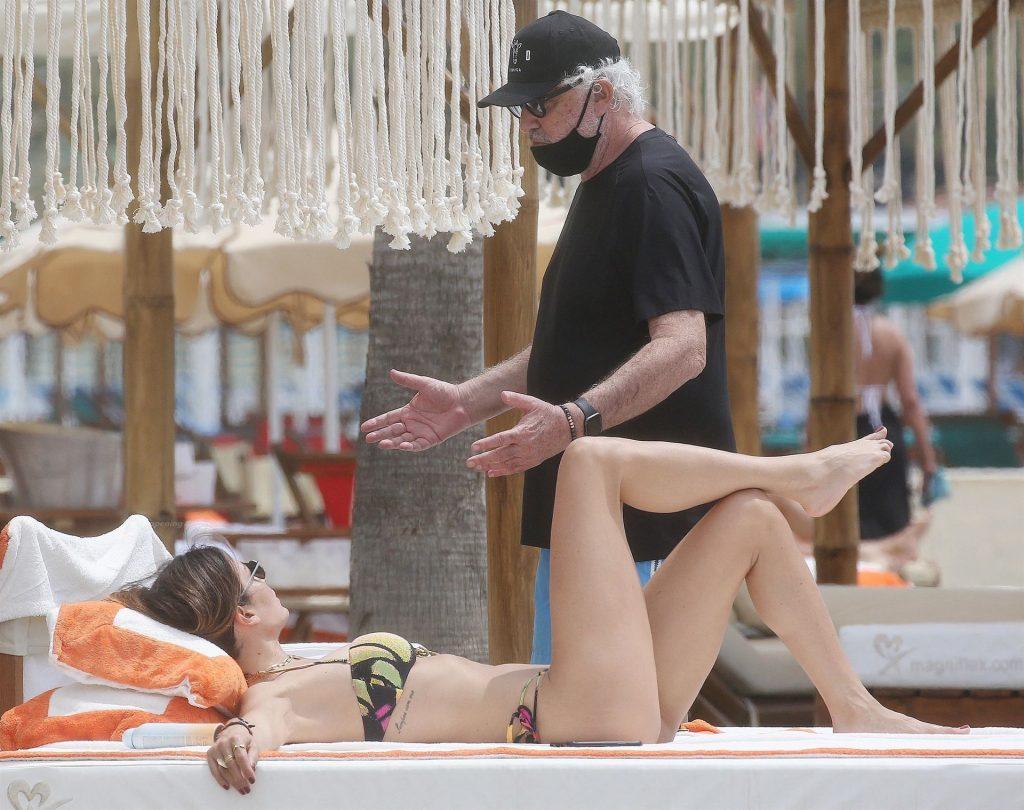 Elisabetta Gregoraci Shows Off Her Nice Ass in a Bikini on the Beach (32 Photos)