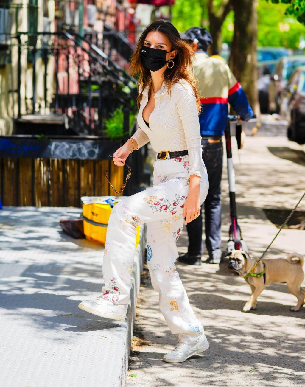 Emily Ratajkowski Flaunts Her Cleavage in NYC (15 Photos)