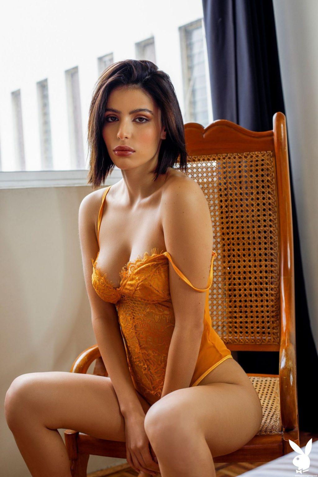 Fernanda Pacheco Nude & Sexy – Light Reading (35 Photos + Video)