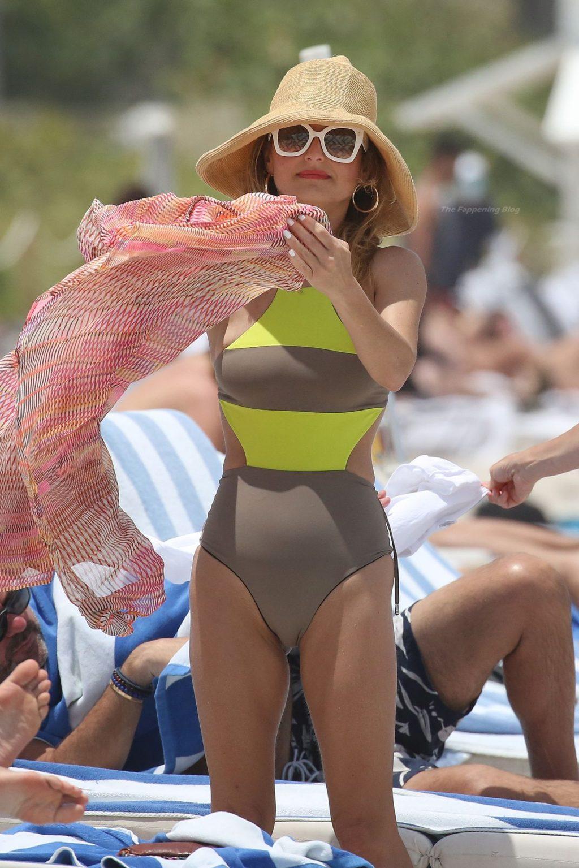 Giada De Laurentiis Relaxes with Shane Farley on the Beach in Miami (28 Photos)