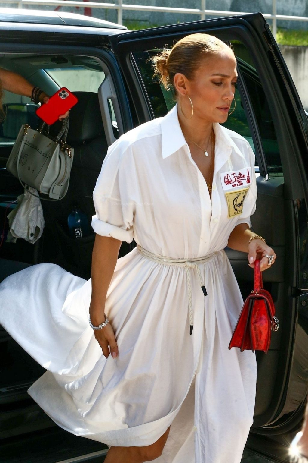 Jennifer Lopez Goes to Lunch with Family and Friends on the Bay of Miami Beach (24 Photos)