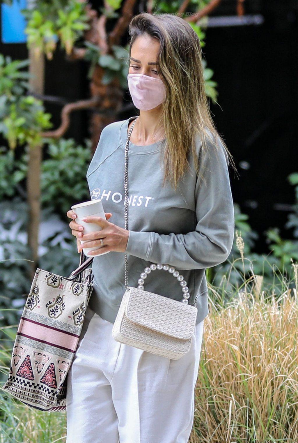 Braless Jessica Alba Arrives at Her Office Wearing an Honest Sweatshirt (45 Photos)