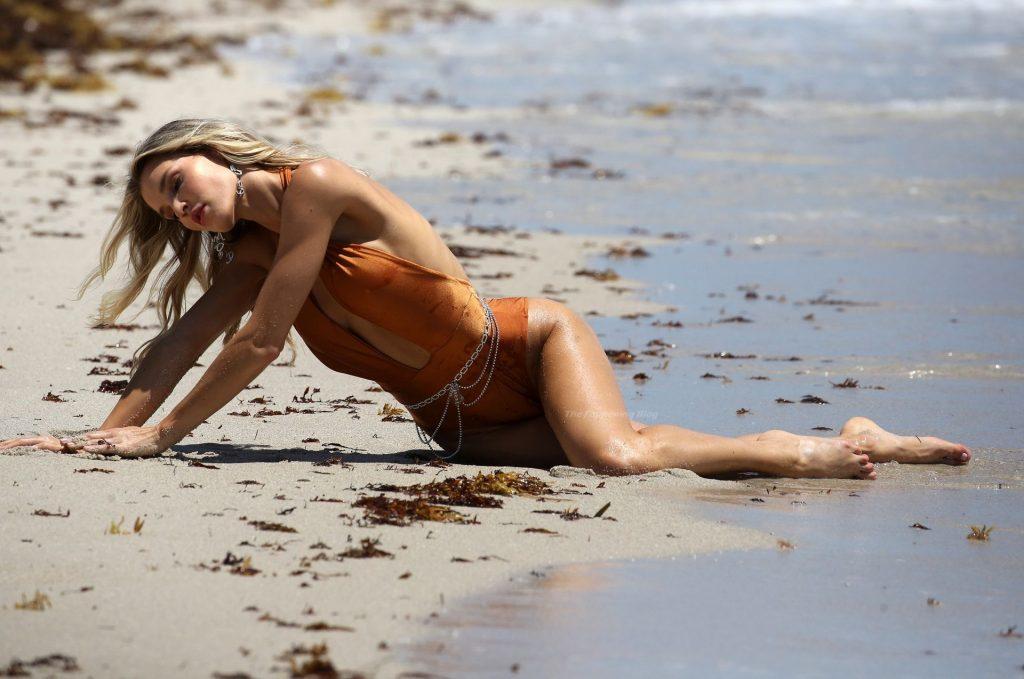 Joy Corrigan Shows Off Her Sexy Body (58 Photos)