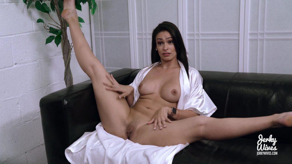 Katana Kombat – My Latin Mom (6 Nude Pics + Video)