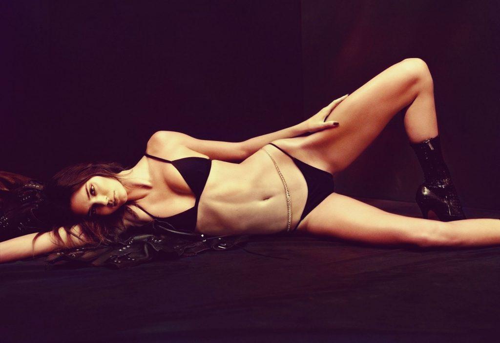 Kendall Jenner Sexy – V Magazine (5 Photos)