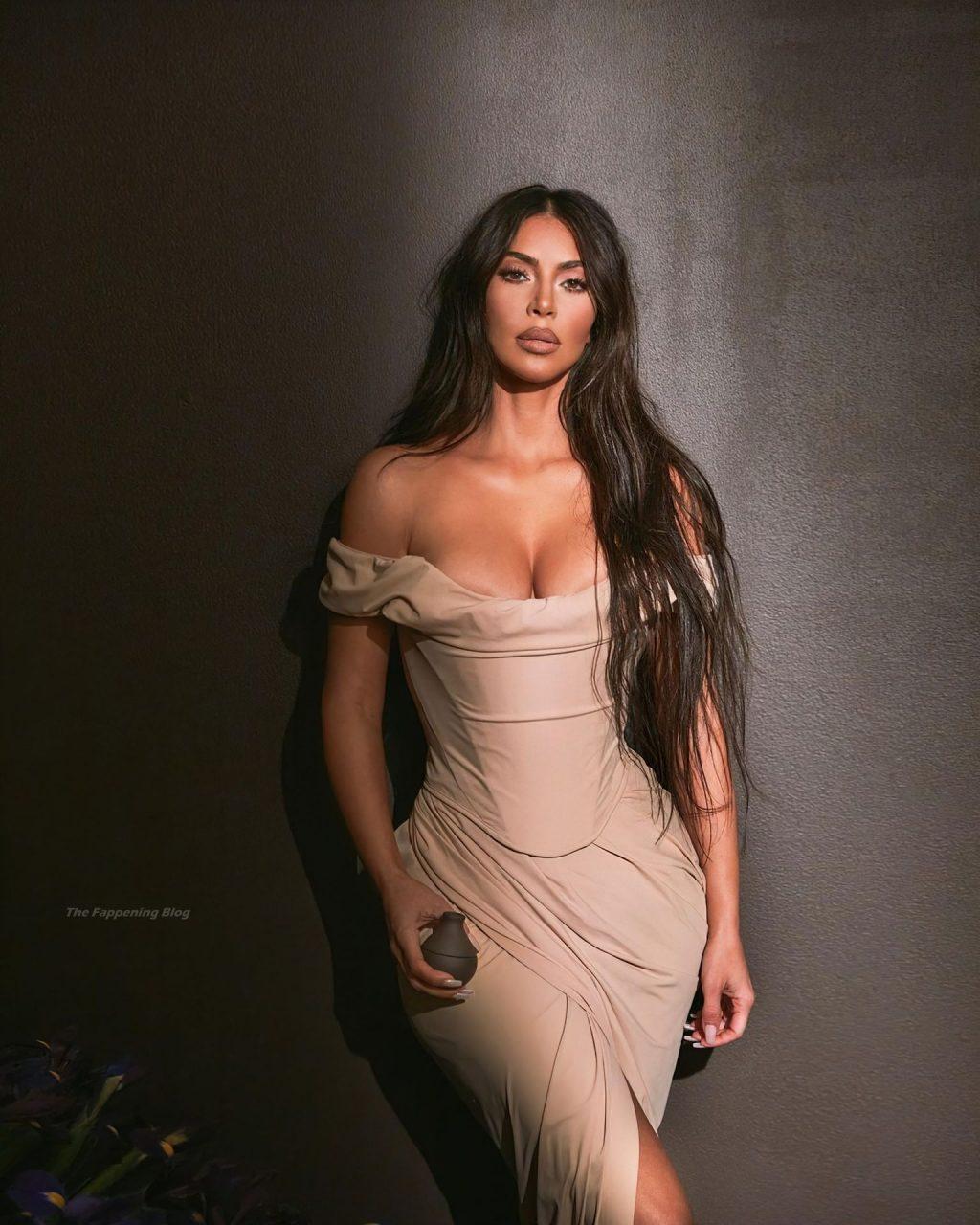 Kim Kardashian Sexy (33 Photos)