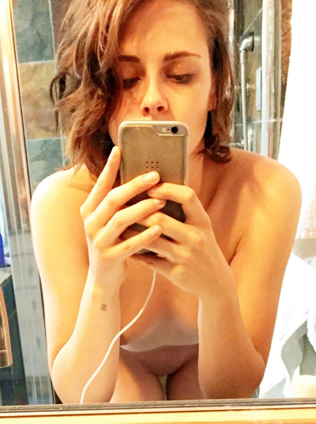 Kristen Stewart Nude Leaked The Fappening (2 Photos)