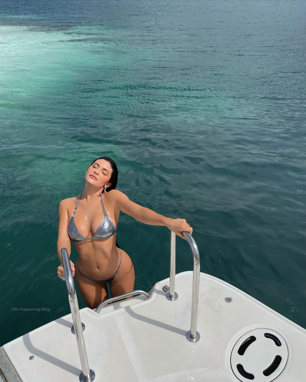 Kylie Jenner Looks Hot in a Bikini (9 Photos)