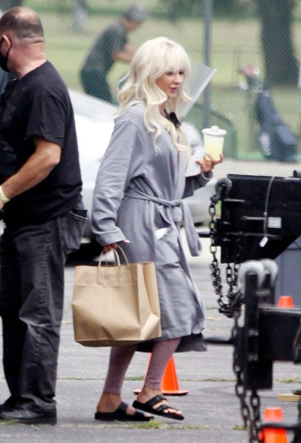 """Lily James & Sebastian Stan Team Up to Shoot a Scene For Their New Hulu Show """"Pam and Tommy"""" (46 Photos)"""