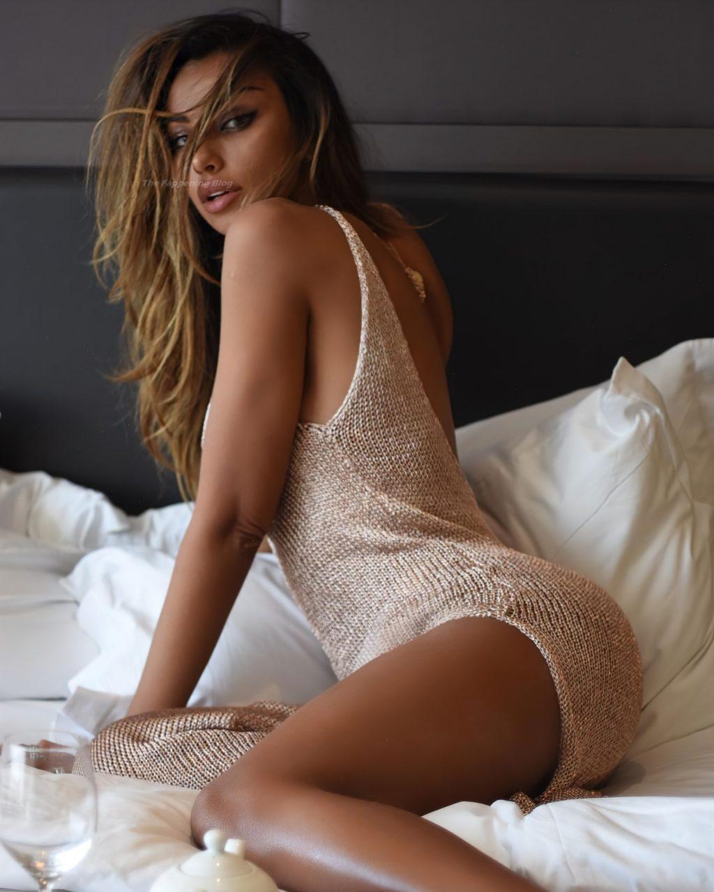 Madalina Diana Ghenea Sexy (5 Photos)
