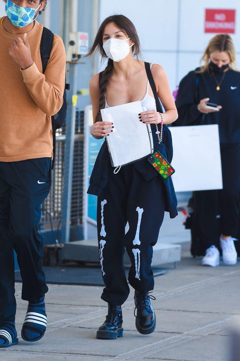 Olivia Rodrigo Arrives at JFK Airport in NYC Ahead of her SNL Performance (16 Photos)