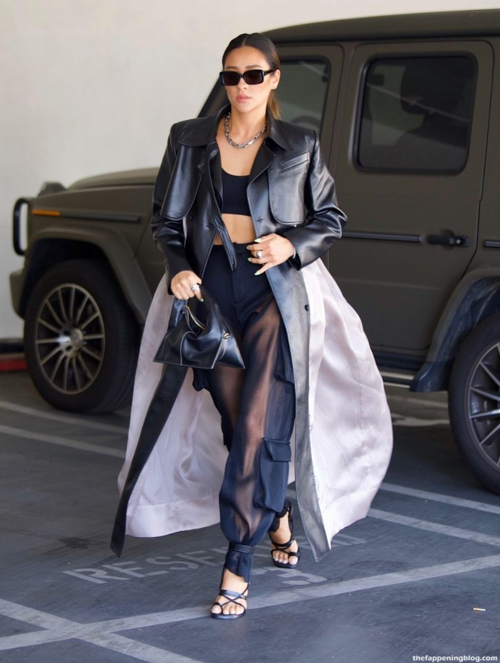 Shay Mitchell Flashes Her Toned Abs in Crop Top As She Runs Errands in Beverly Hills (4 Photos)