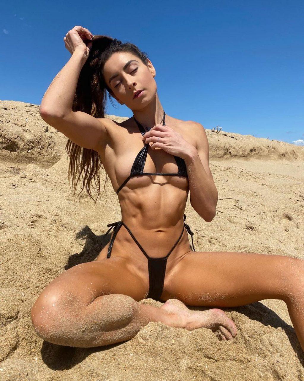 Stephanie Marie Sexy & Topless (15 Photos)
