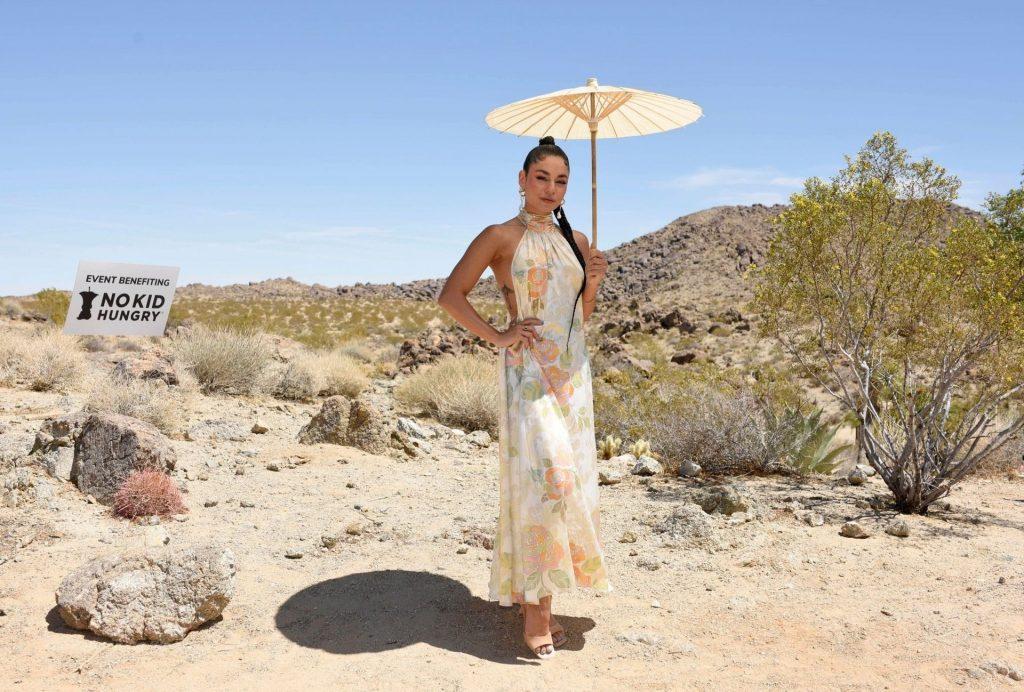 Vanessa Hudgens Sexy (44 Photos)