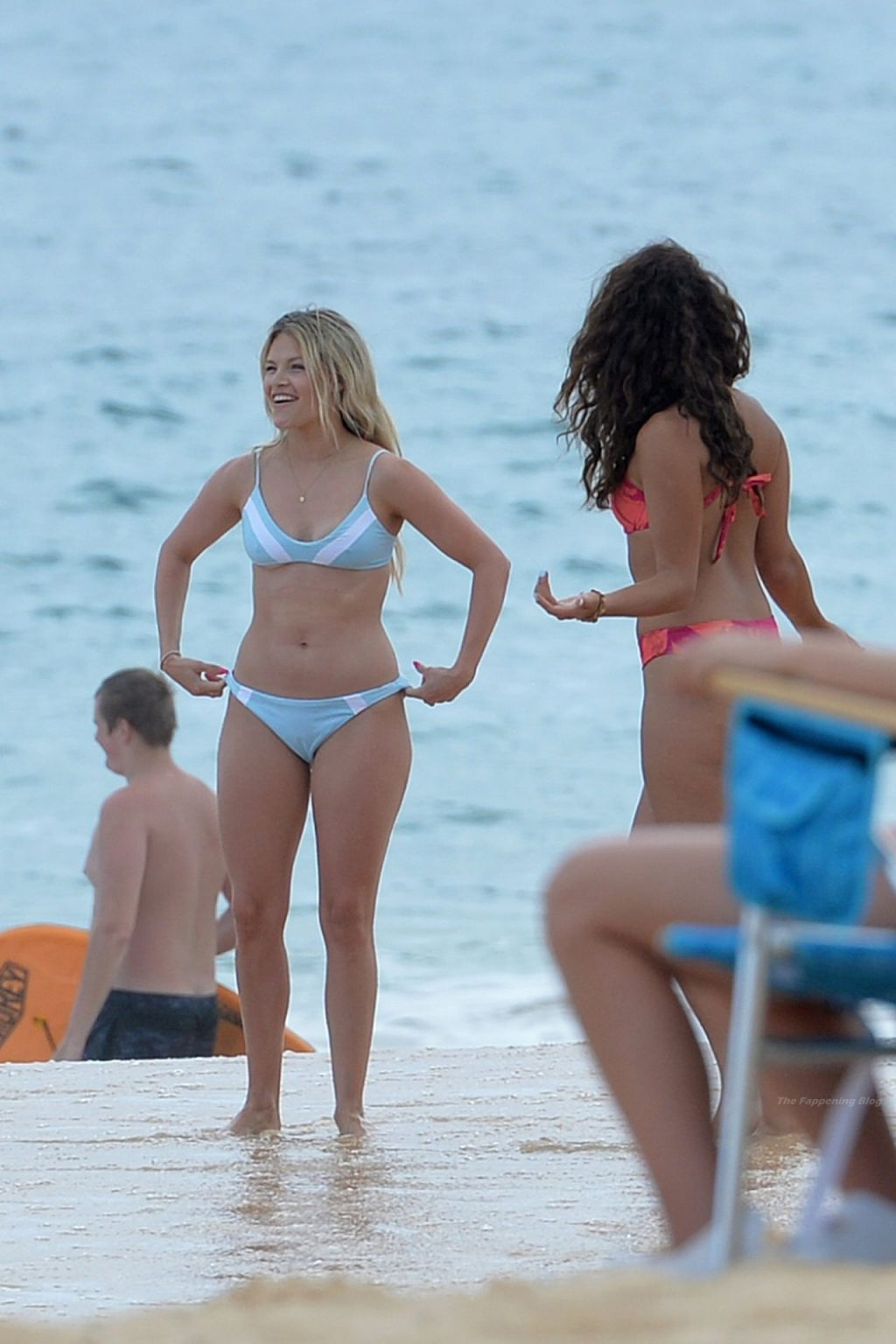 Witney Carson Looks Stunning in a Blue Bikini During Her Tropical Getaway in Hawaii (16 Photos)