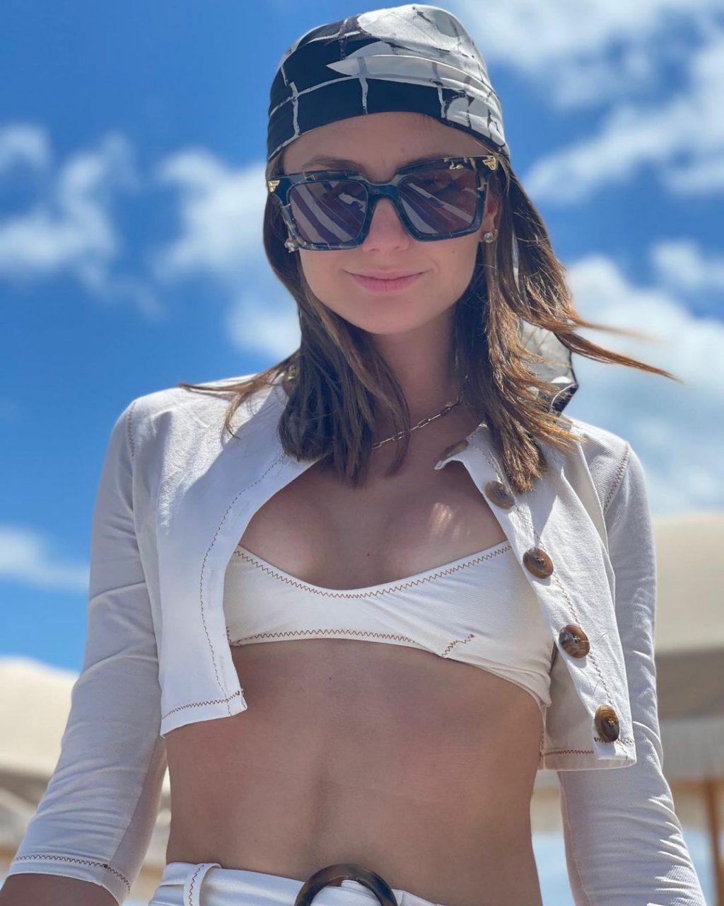 Christine Evangelista Nude & Sexy (23 Photos)