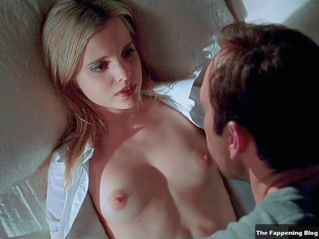 Mena Suvari Nude – American Beauty (14 Pics + Remastered & Enhanced Video)