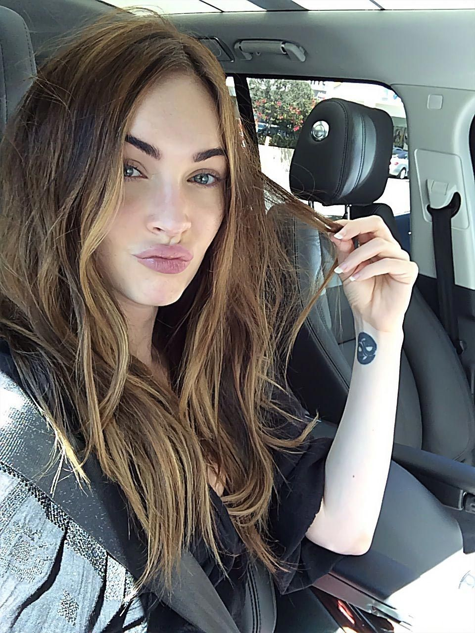 Megan Fox Nude & Sexy – Part 1 (150 Photos and Possible Leaked Sex Tape PORN Video)