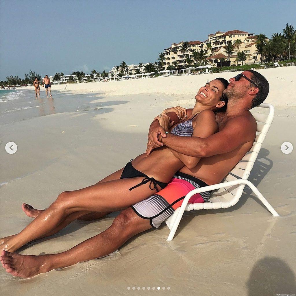 Angie Harmon Nude, Topless & Sexy (111 Photos + Video Scenes)
