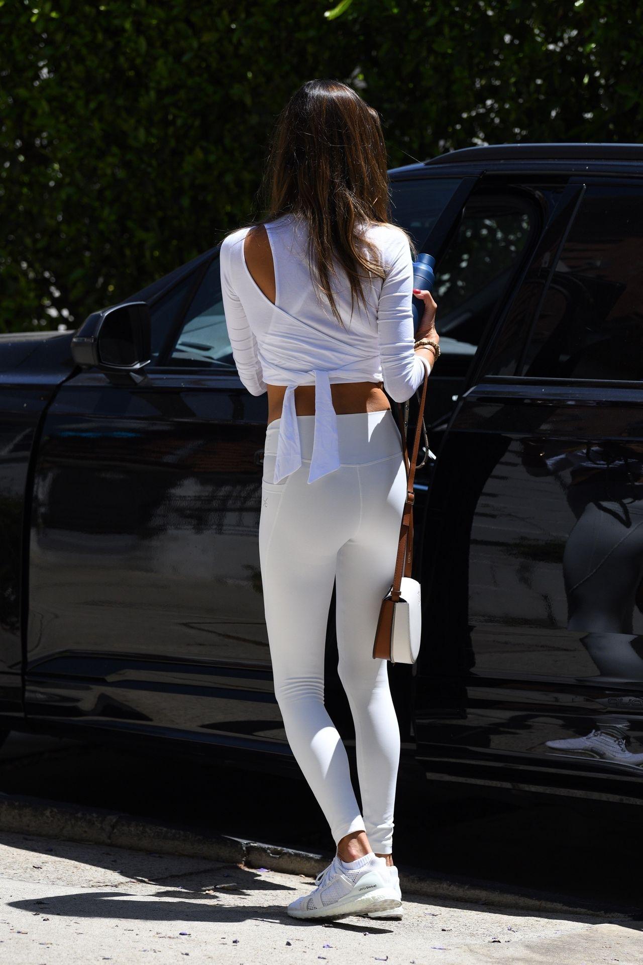 Alessandra-Ambrosio-Sexy-5-leakedmodels.com_.jpg