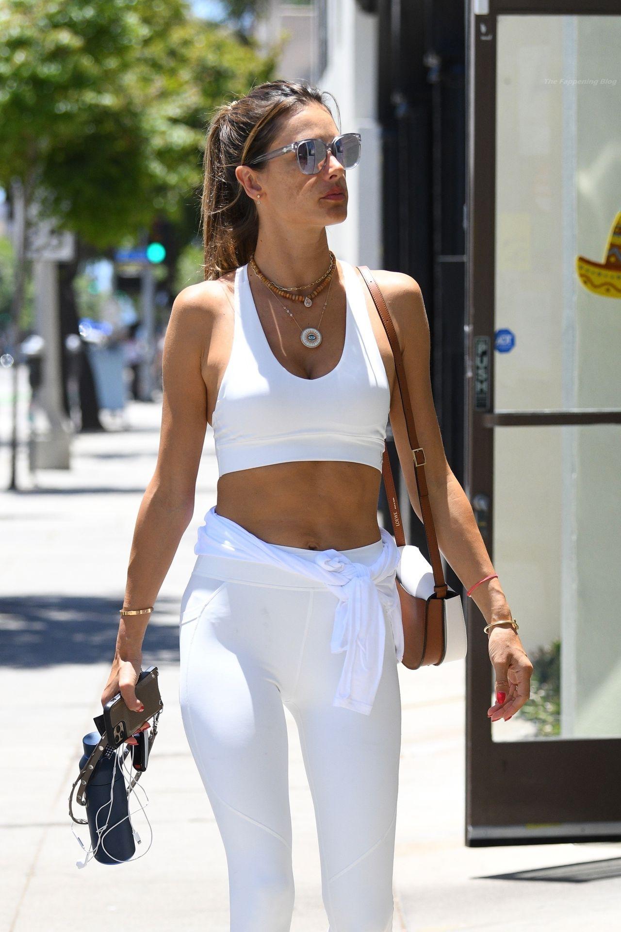 Alessandra-Ambrosio-Sexy-69-leakedmodels.com_.jpg