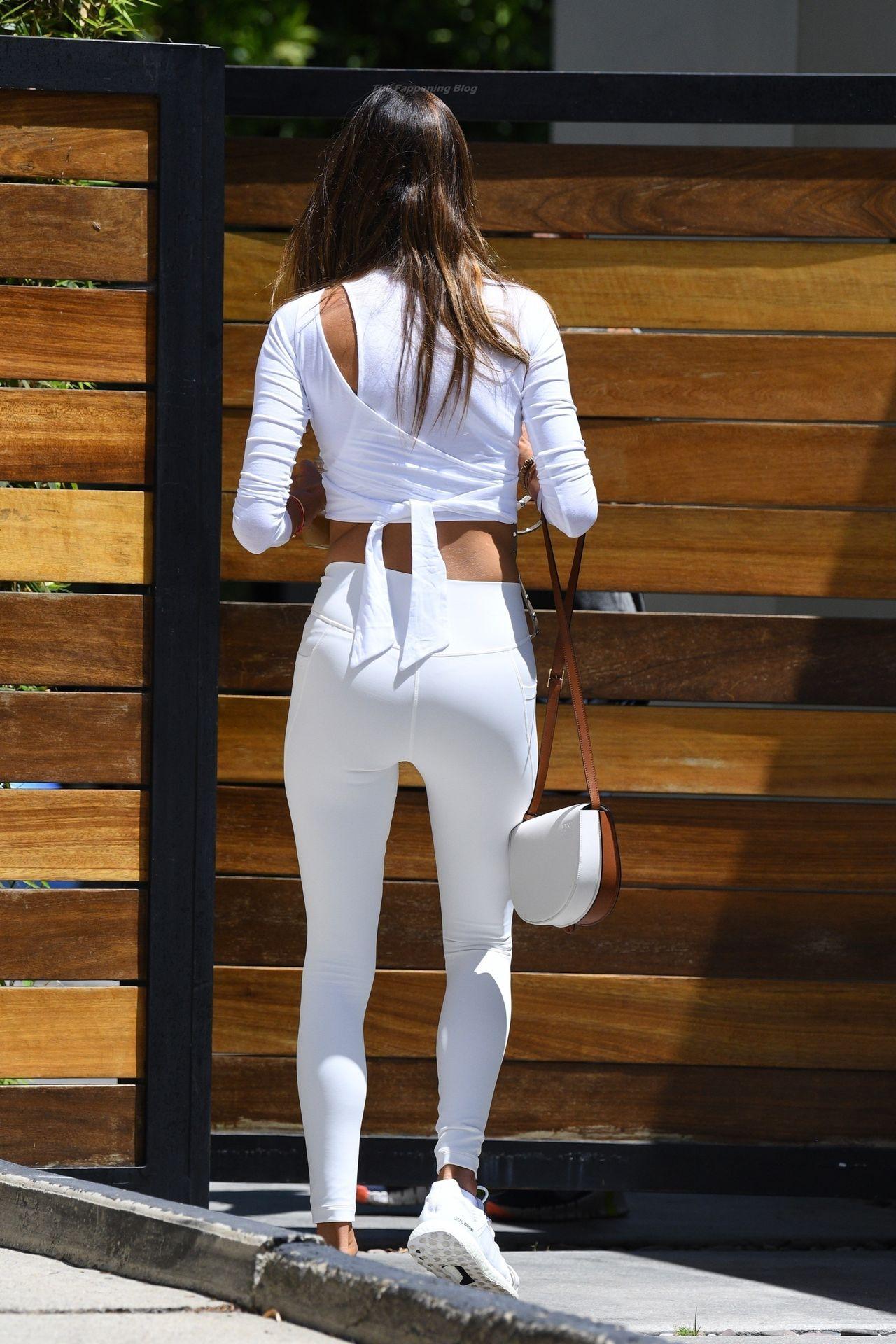 Alessandra-Ambrosio-Sexy-78-leakedmodels.com_.jpg