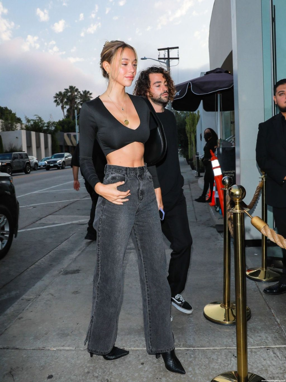 Alexis Ren Arrives For Dinner at Craig's (22 Photos)